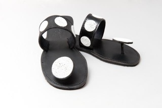 Black and white ladies round toe